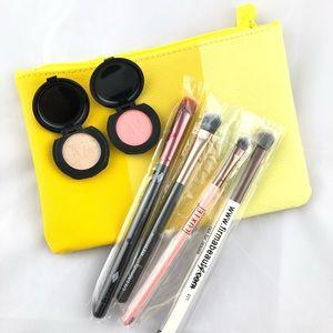 Eye make-up brushes